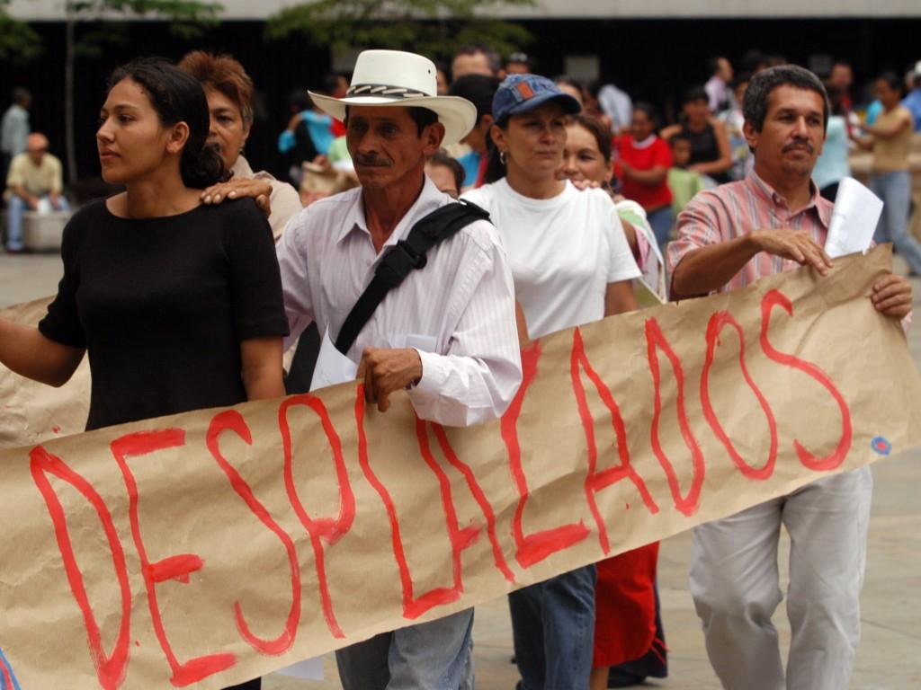 http://www.uniderecho.com/imagenes/contenido/originales/derecho-de-peticion-desplazados.jpg